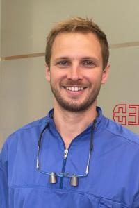 Dr. Komáromy-Poros, Gergő